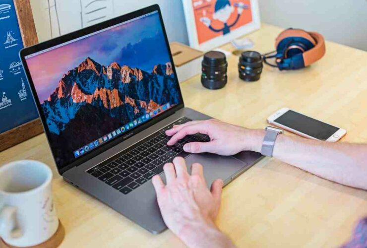 How to clean your macbook