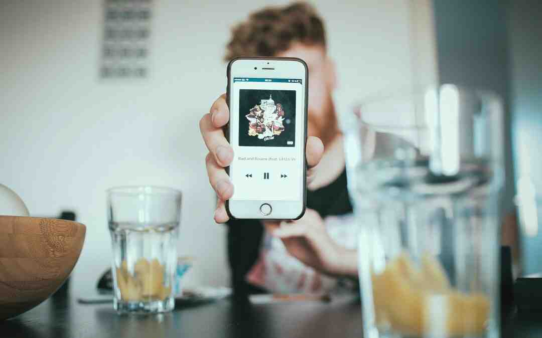 How long can you record screen on iPhone?